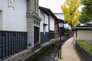 瀬戸川と白壁土蔵街の写真素材 [FYI04770033]