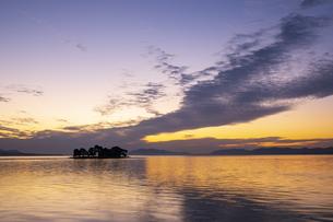 宍道湖の夕景の写真素材 [FYI04770122]
