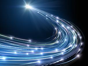 旋回して光芒に向かう火球群のイラスト素材 [FYI04770575]