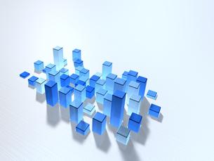 ステンレス板に埋め込まれた青い立方体の塊のイラスト素材 [FYI04770583]