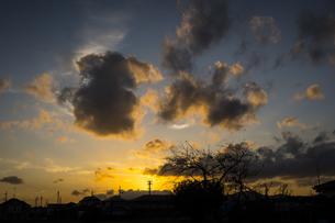夕暮れ時の空の写真素材 [FYI04770655]