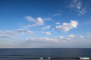 雲湧く海上の写真素材 [FYI04770687]