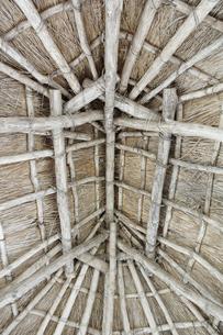 茅葺き屋根の構造の写真素材 [FYI04770818]