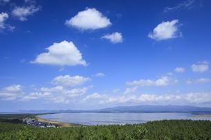 呑龍岳展望台より望む十三湖の写真素材 [FYI04770884]