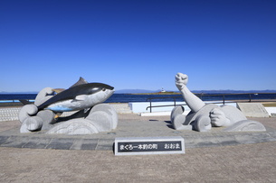 大間崎のマグロ一本釣りモニュメントの写真素材 [FYI04770910]