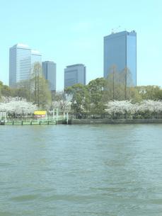 大阪ビジネスパークと大川の写真素材 [FYI04770943]