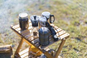 コーヒーミルとコーヒー豆の写真素材 [FYI04771358]