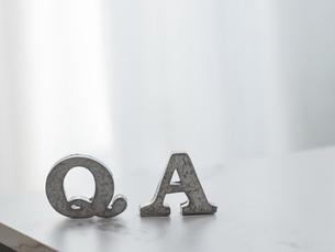 Q&A、ビジネスや仕事の質問や回答のイメージ。の写真素材 [FYI04771403]