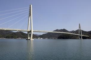 舞鶴湾に架かる舞鶴クレインブリッジの写真素材 [FYI04771494]