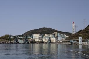 舞鶴湾,舞鶴火力発電所の写真素材 [FYI04771505]