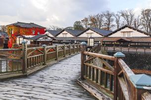 山居橋越しに山居倉庫を望むの写真素材 [FYI04771526]