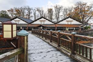 山居橋越しに山居倉庫を望むの写真素材 [FYI04771527]