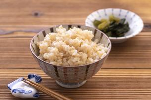 玄米ご飯(発芽玄米ご飯)の写真素材 [FYI04771644]