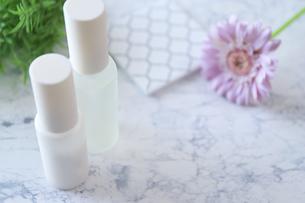 美白美容液と化粧水の写真素材 [FYI04771653]