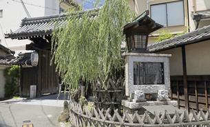 6月 島原の大門-京都における新選組関連の史跡-の写真素材 [FYI04771675]