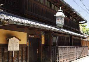 6月 輪違(わちがい)屋  -京都における新選組関連の史跡-の写真素材 [FYI04771677]