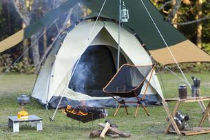 誰もいないキャンプサイトの写真素材 [FYI04771927]