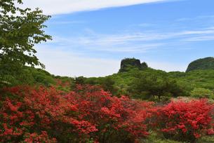 【 榛名山 】ツツジとスルス岩周辺の風景 の写真素材 [FYI04772081]
