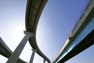 宙を馳ける高速道路の写真素材 [FYI04772195]