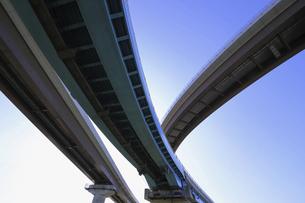 宙を馳ける高速道路の写真素材 [FYI04772786]