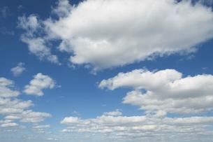 青空と雲の写真素材 [FYI04772952]