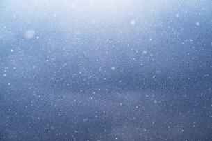 舞う雪の写真素材 [FYI04772968]
