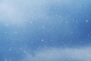 舞う雪の写真素材 [FYI04772974]