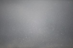 舞う雪の写真素材 [FYI04772979]