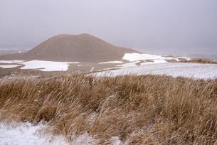 熊本県 阿蘇の米塚の写真素材 [FYI04773585]