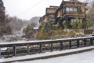 熊本県 黒川温泉の雪景色の写真素材 [FYI04773591]