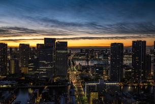 東京・晴海の夜景と朝日の写真素材 [FYI04773795]