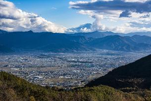 富士山と山梨市街の展望の写真素材 [FYI04773814]