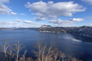 北海道 摩周湖の冬の風景の写真素材 [FYI04773828]