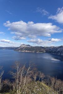 北海道 摩周湖の冬の風景の写真素材 [FYI04773830]