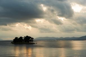 宍道湖夕景の写真素材 [FYI04773917]