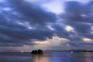 宍道湖夕景の写真素材 [FYI04773918]