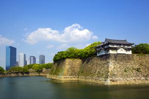 大阪城外濠とビジネスパークの写真素材 [FYI04774144]