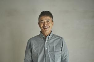 笑顔の日本人シニア男性の写真素材 [FYI04774443]