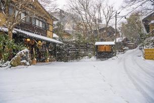 黒川温泉の雪景色の写真素材 [FYI04774477]