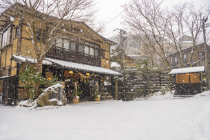熊本県 黒川温泉の雪景色の写真素材 [FYI04774483]