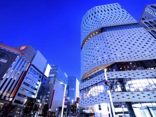 東京都 夕暮れの銀座四丁目交差点の写真素材 [FYI04774558]