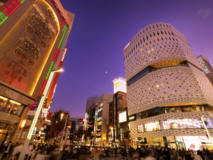 東京都 夕暮れの銀座四丁目交差点の写真素材 [FYI04774562]