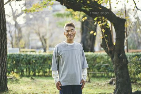 笑顔の日本人シニア男性の写真素材 [FYI04774712]