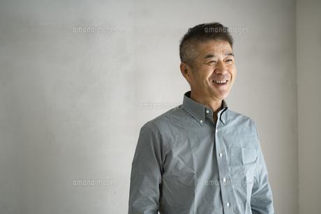 笑顔の日本人シニア男性の写真素材 [FYI04774745]