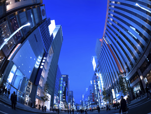 東京都 夕暮れの銀座の写真素材 [FYI04774758]