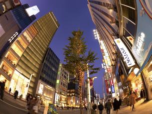 東京都 夕暮れの銀座の写真素材 [FYI04774760]
