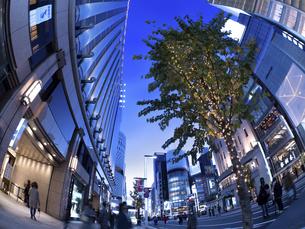 東京都 夕暮れの銀座の写真素材 [FYI04774761]