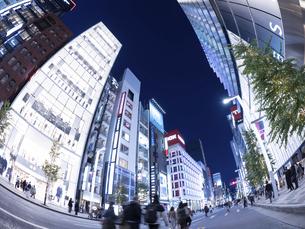 東京都 夕暮れの銀座の写真素材 [FYI04774773]