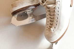 使い込んだフィギュアスケート靴の写真素材 [FYI04774881]