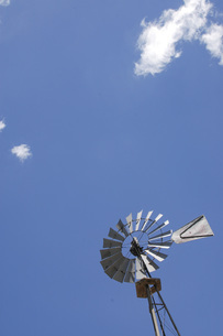 青空とWindmillの写真素材 [FYI04774912]